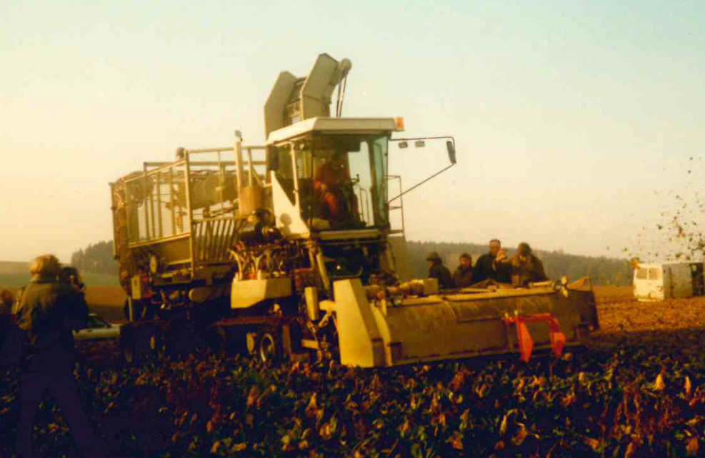 1989: Multipurpose truck with beet bunker