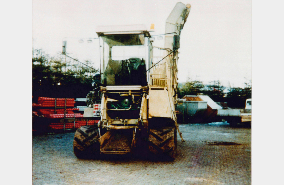 1989: Multipurpose truck with tracks